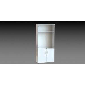 Armario alto con puertas de cristal.